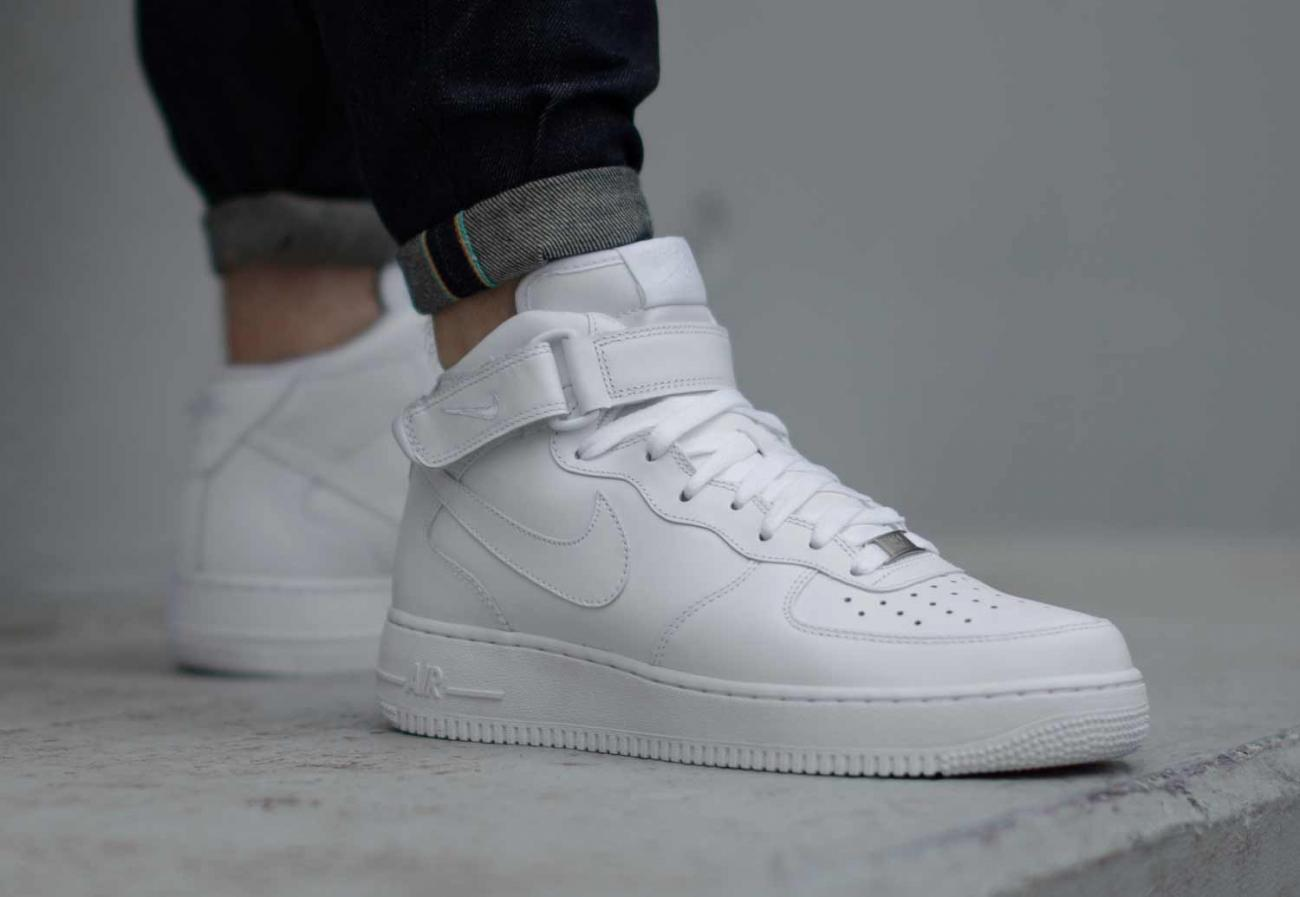 air force one rouge et blanche femme